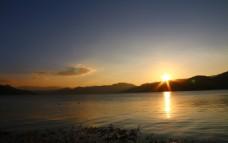 日出泸沽湖