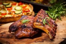 烤兔子肉图片