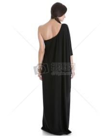 女人在黑色礼服