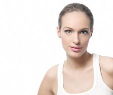肌肤美白的女性图片
