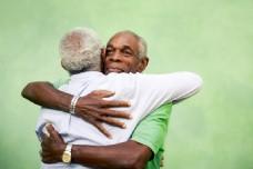 温馨拥抱白发老人图片