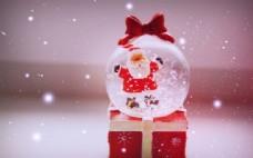 唯美的雪花水晶球