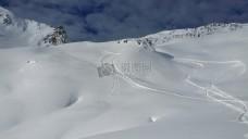 白颜色的雪山