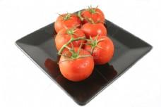 盘子里的番茄