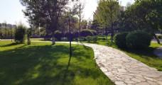 园林里的石板路