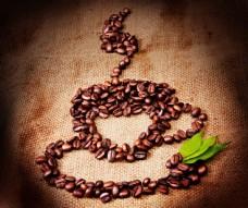 咖啡豆组成的咖啡杯图片