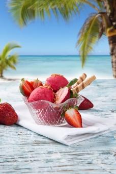 草莓美味冰淇淋图片