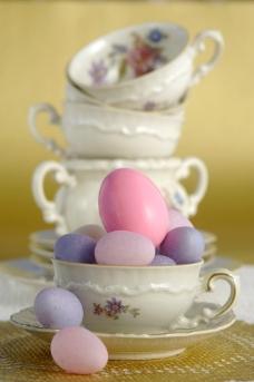 复活节彩蛋与茶杯图片