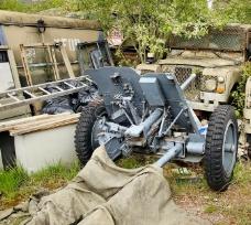停留在废车库里的大炮