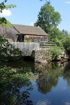 水边的木屋