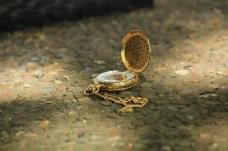 金色老式怀表图片