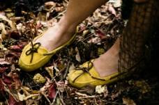 黄色女士平底鞋图片