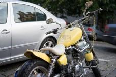 黄颜色的摩托车