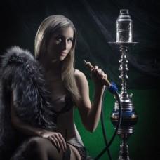 吸水烟的性感女人图片