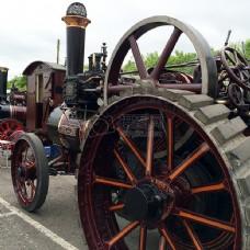 大车轮的拖拉机