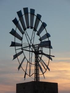 蓝天下的风车