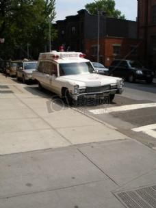 马路上的老式汽车
