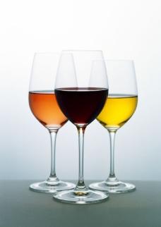 三杯洋酒特写图片