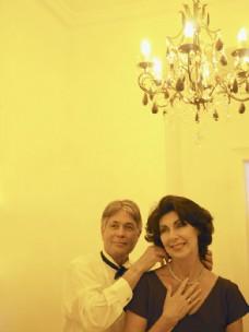 酒店里恩爱的夫妻图片